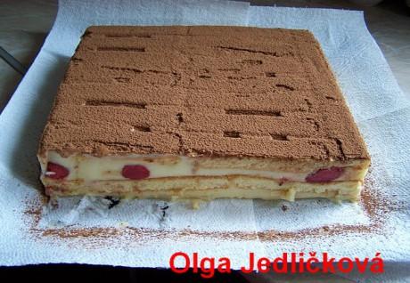 Nepečený pudinovo jogurtový dortík s jahodami 009